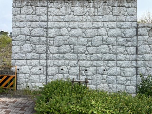 街で見かけたコンクリートパネル